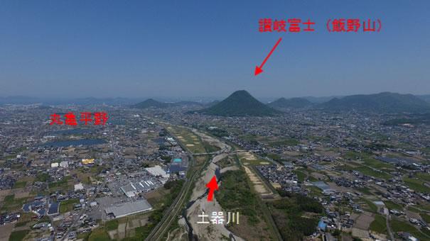 ファントム4で撮影した香川県唯一の一級河川土器川と讃岐富士(飯野山)